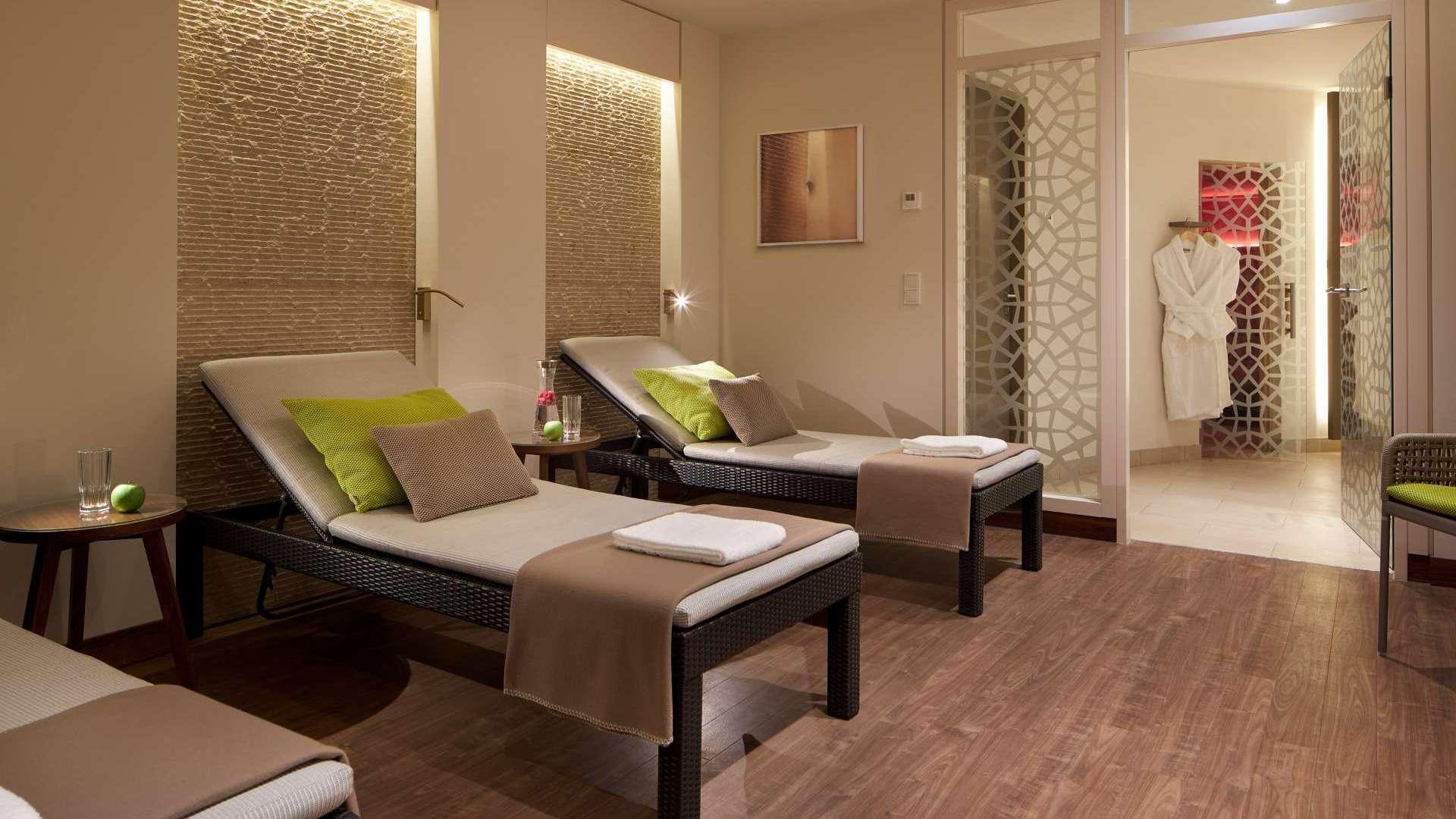 Classik Hotel Alexander Plaza Liegen im Saunabereich