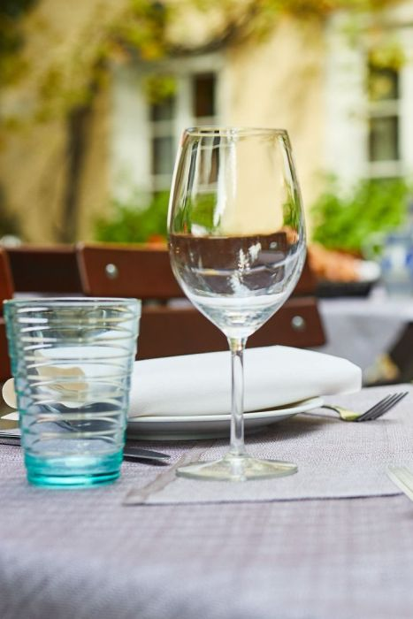 Classik_Hotel_Collection_Munich_Martinshof_Restaurant_Lunch_Day_Outside_02_Web 467x700