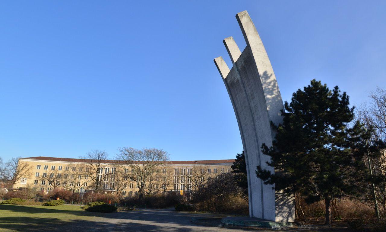Hungerharke – ein Denkmal für die Luftbrücke