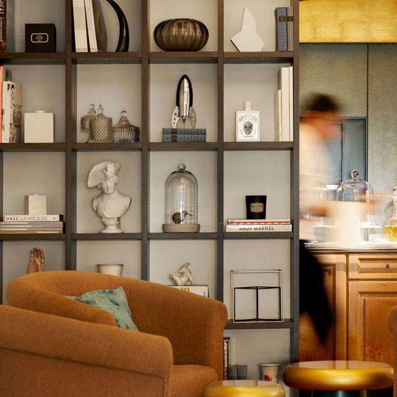 Classik-Hotel-Collection-Hackescher-Markt-Lobby-Shelf-Afternoon 800x800
