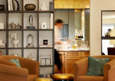 Classik-Hotel-Collection-Hackescher-Markt-Lobby-Shelf-Afternoon-Staff