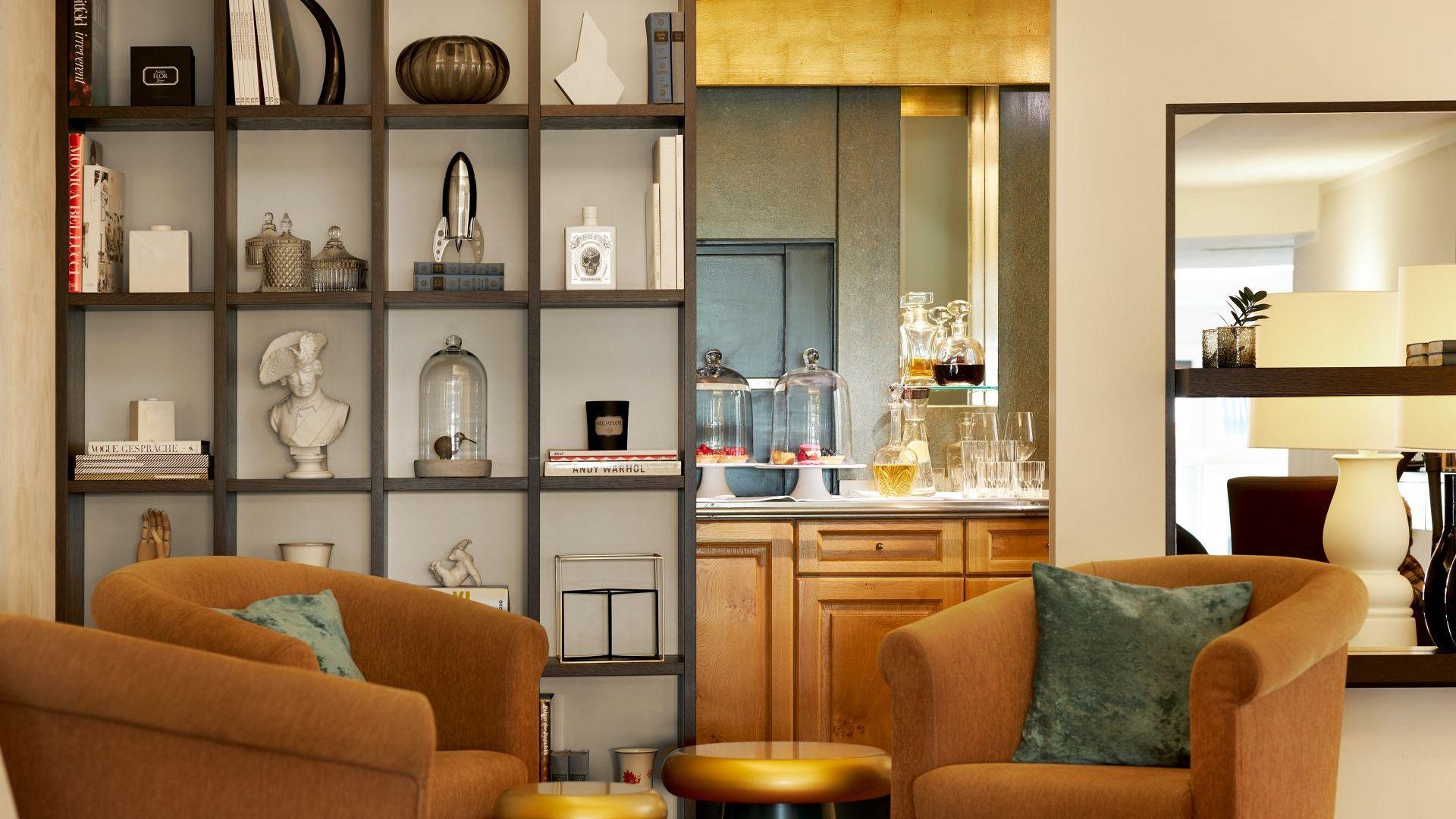 Classik-Hotel-Collection-Hackescher-Markt-Lobby-Shelf-Afternoon
