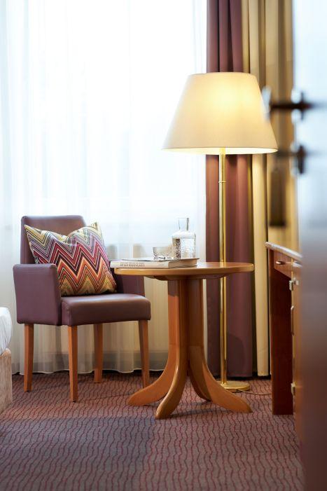 Classik-Hotel-Collection-Magdeburg-Bedroom-Comfort-Room-Detail-Web 467x700