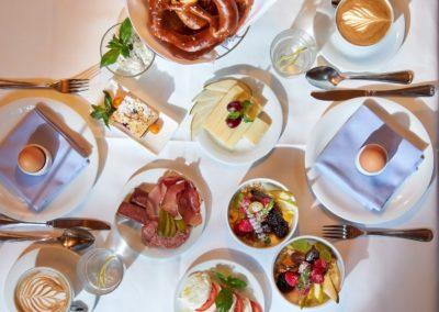 Classik-Hotel-Collection-Munich-Martinshof-Restaurant-Breakfast-Day-Detail-02-Web