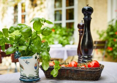 Classik-Hotel-Collection-Munich-Martinshof-Restaurant-Lunch-Day-Outside-Detail-02-Web