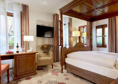 Classik-Hotel-Collection-Munich-Martinshof-Room-Country-House-01-Web
