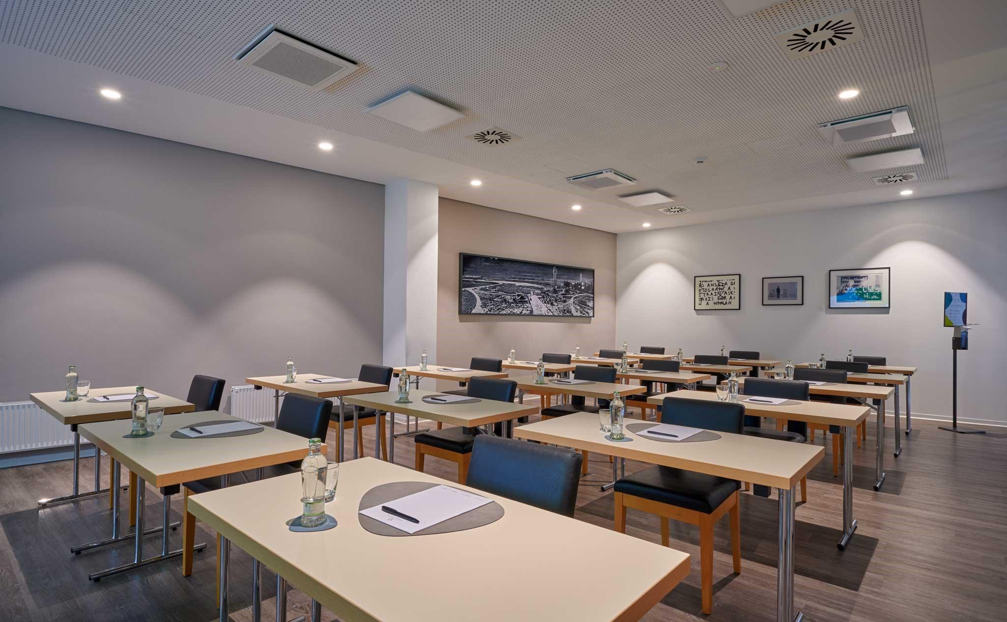 Meeting Room 1 parlamentarisch Corona konform