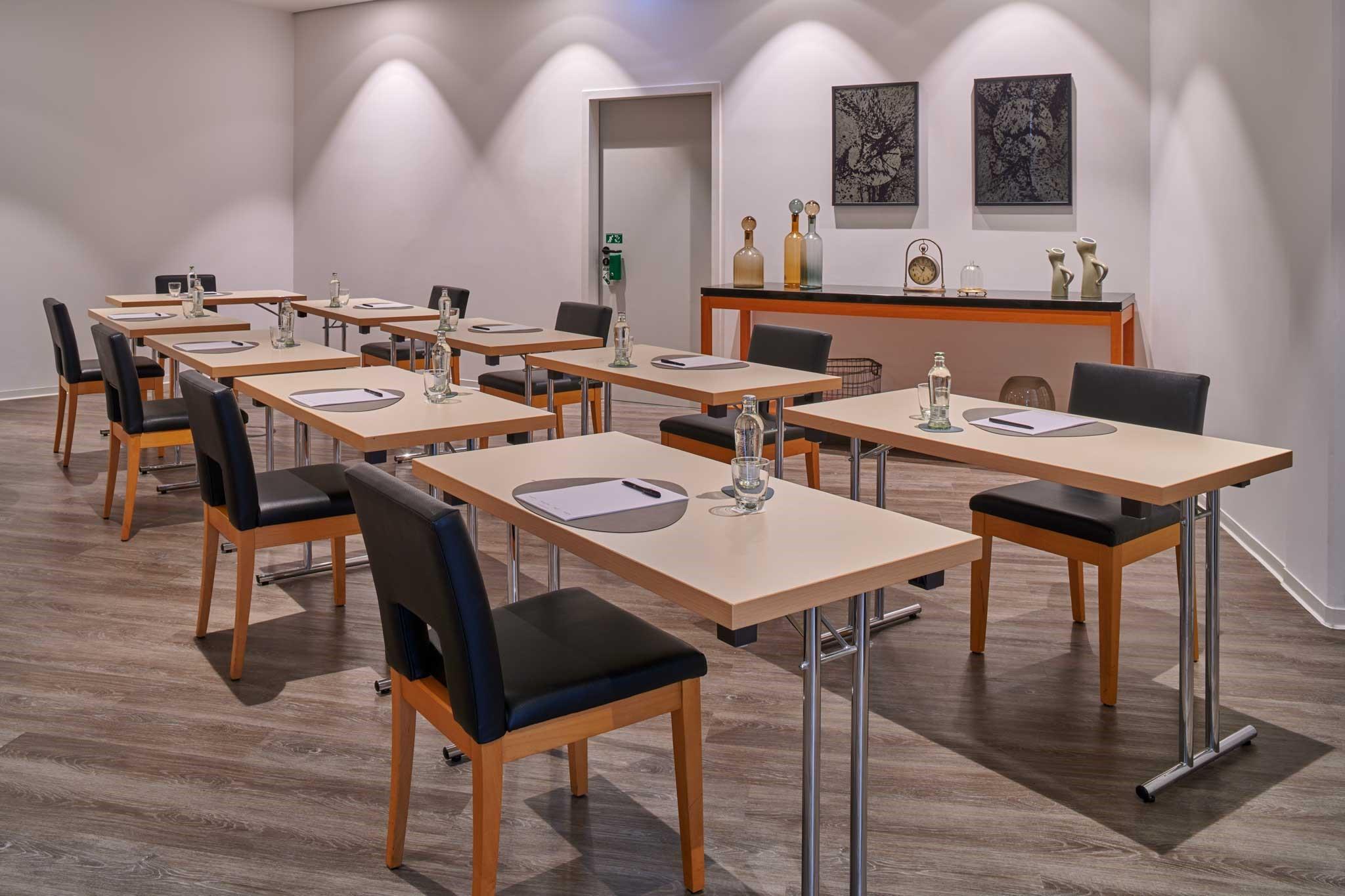 Meeting Room 2 U-Form Corona konform